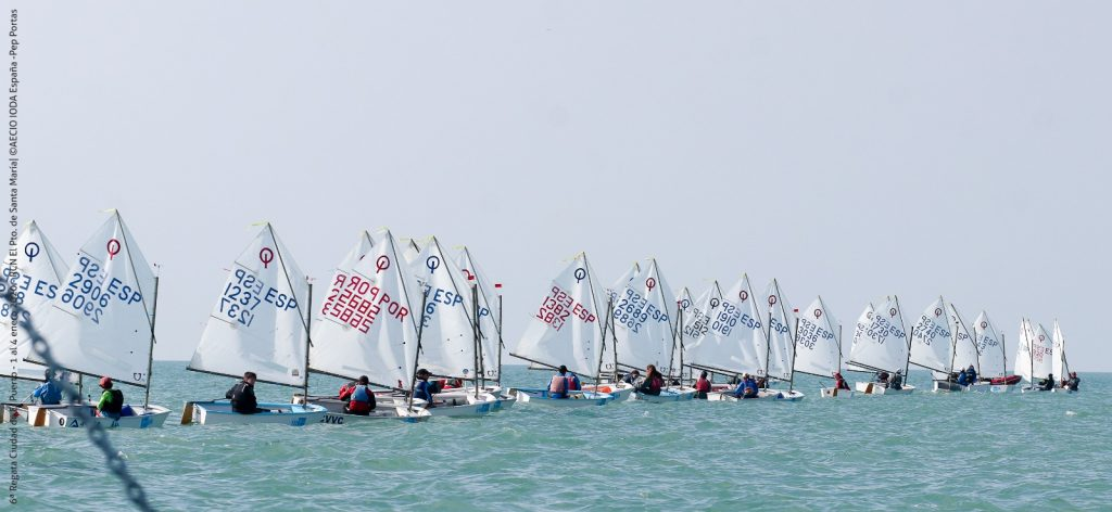La flota de Optimist en la pasada edición en aguas portuenses.